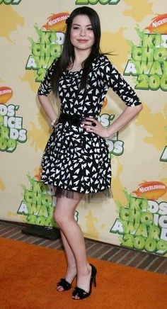 Actress Miranda Cosgrove arrives at Nickelodeon`s 2009 Kids` Choice Awards at UCLA`s Pauley Pavilion on March 28, 2009 in Westwood, California.
