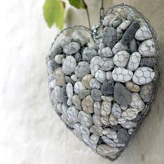 Bricolage : fabriquer un cœur de pierres