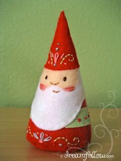 :: ☃ Crafty ☃ Winter ☃ :: gnome doll - felt embroidered NOM gnome doll PDF pattern van littledear