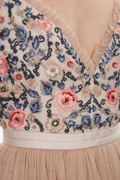 Discover embellished, embroidered & lace dresses at Needle & Thread, fit for every occasion. Shop embroidered floral gowns, sequin embellished dresses and more. Beautiful Outfits, Cute Outfits, Fancy Blouse Designs, Floral Artwork, Miss Dior, Embellished Dress, Pink Fabric, Floral Maxi Dress, Fitted Bodice