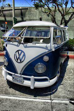 I so love this colour do you? Volkswagen Transporter, Volkswagen Minibus, Volkswagen Type 2, Volkswagen Golf, Volkswagen Beetles, Vw T1 Samba, Kombi Pick Up, Vans Vw, Combi Ww