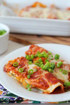 Cinco de Mayo: Vegetarian enchiladas - Splash of Something Raw Food Recipes, Veggie Recipes, Mexican Food Recipes, Vegetarian Recipes, Healthy Recipes, Mexican Meals, Vegan Food, Healthy Foods, Vegetarian Enchiladas