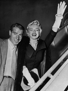 Joe DiMaggio and Marilyn Monroe as they board plane at International Airport, 1954
