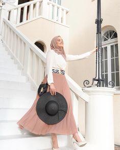 or .____________________________________________ qatar winter turkey uk uae usa out Paris Summer, Pink Saree, Dubai Fashion, Fashion Outlet, Wholesale Clothing, Girls Out, Ramadan, Stylists, Iftar