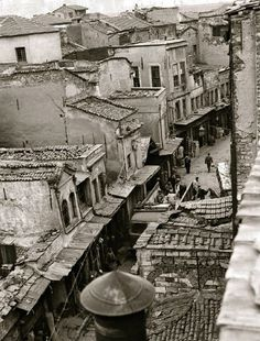 Tahtakale Hasırcılar Caddesi / 1960 Turkish Architecture, Urban Architecture, Old Pictures, Old Photos, Historical Pictures, Istanbul Turkey, Roman Empire, Vintage Photographs, Once Upon A Time