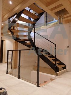Half-turn staircase, French-style stringers, guardrail stretched cables, glass base, oak steps Source by jeanpaulchapel