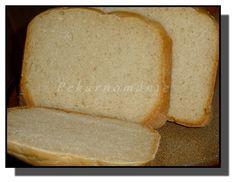 Toustový chleba, který díky použitým moukám není zcela bílý. Bramborový, dlouho vláčný (vařené brambory v těstě). Celozrnný kefírový - nadýchaný, s dýňovými jádry, při jídle, křupajícími mezi zuby. A naposled chléb typu Šumavy. Obyčejnější, ničím nenavoněný, k denní spotřebě - to jsou tyto čtyři chleby z pekárničky.   Toustový chleba (titulní foto) Suroviny: 150… Kefir, Banana Bread, Desserts, Food, Tailgate Desserts, Deserts, Essen, Postres, Meals
