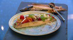 Tomatsalat med røget makrel og parmesandressing
