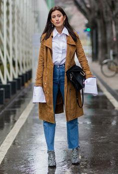 Printemps Street Style, Spring Street Style, Cold Weather Outfits, Winter Outfits, Vestidos Animal Print, Suede Trench Coat, Look Jean, Neue Outfits, Winter Mode
