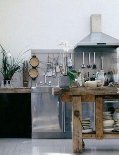 RVS keuken + hout