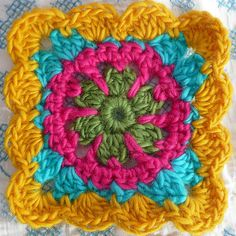 Floral granny. Free pattern by Lion Brand here http://www.lionbrand.com/patterns/cwe-floralscarf.html?noImages=
