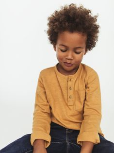 Baby boy T-shirts made of soft cotton with fun prints and designs at ZARA online. Zara Kids, Boys Curly Haircuts Kids, Little Fashion, Kids Fashion, Baby Boy Outfits, Kids Outfits, Boys Clothes Sale, Zara Australia, Baby Snowsuit