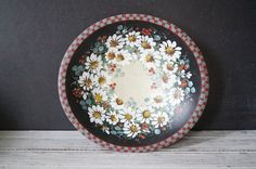 Hand Painted Daisies Bowl by momentofnostalgia on Etsy. Home & Living  Kitchen & Dining  Dining & Serving  Bowls  flowers  white  handpainted  wooden  epsteam  folk art momentofnostalgia  black  red  antique bowl  farmhouse  farm kitchen  cottage chic