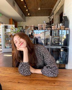 Korean Aesthetic, Aesthetic Girl, Aesthetic Clothes, Korean Girl Fashion, Korea Fashion, Korean Picture, Best Photo Poses, Ulzzang Korean Girl, Uzzlang Girl