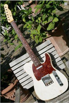 Fender Custom Shop Telecaster ´61 Heavy Relic 2012 White Blond Guitar For Sale Gitarren-Studio-Neustadt    (via http://www.vintageandrare.com/product/Fender-Custom-Shop-Telecaster-61-Heavy-Relic-2012-26288 )