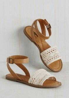 You know all the best booths to frequent, and … Farmers' Market Mastery Sandal. You know all the best booths to frequent, and in these Rocket Dog sandals, you visit em all! Cute Sandals, Cute Shoes, Me Too Shoes, Shoes Sandals, Flat Sandals, Boho Sandals, Leather Sandals, Boho Shoes, Beach Sandals