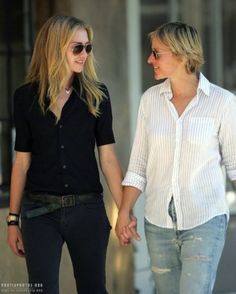 Portia de Rossi and Ellen Degeneres Ellen Degeneres Young, Ellen Degeneres And Portia, Ellen And Portia, The Ellen Show, Ellen Degeneress, Portia De Rossi, Androgynous Fashion, Chic Outfits, Girl Outfits
