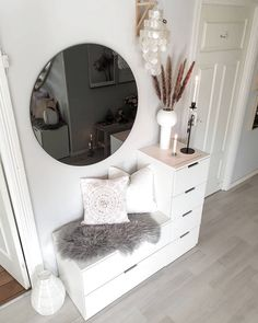 Image may contain Interior hallwaydecorations Image for - Home Accessories - Home Room Design, Home Interior Design, Living Room Designs, Living Room Decor, Ikea Interior, Room Ideas Bedroom, Bedroom Decor, Home Entrance Decor, Entryway Decor