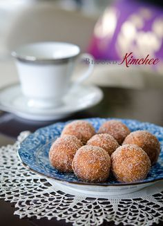 These Korean style sweet potato and rice donuts recipe is very quick and simple to make. They can be easily adapted to gluten-free or vegan style recipe. Sweet Potato Rice, Korean Sweet Potato, Mashed Sweet Potatoes, Gluten Free Desserts, Gluten Free Recipes, Delicious Desserts, Yummy Food, Gluten Free Donuts, Healthy Food