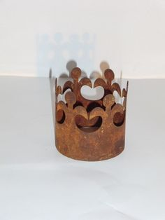 Small crown from downstairs patina, Gartendeko Large Wooden Tray, Photo On Wood, Flower Decorations, Place Card Holders, Etsy, Nice Asses, Floral Decorations, Transfer To Wood, Floral Headdress