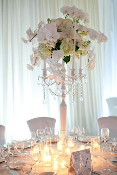 Stunning table centerpieces by Florist Grand. I think we know a good florist or two who could do the same thing in Hawaii!