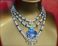 collier saphir de Ceylan 115 carats, opale cabochon 6 carats, boules saphir, brillants