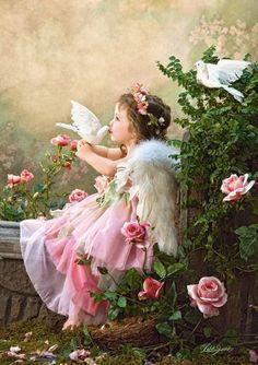 """Nessuno sa con precisione dove si trovano gli angeli, se nell'aria, nel vuoto, o nei pianeti: Dio non ha voluto che ne fossimo edotti. (Voltaire)   """"Artista della fotografia: Lisa Jane"""""""