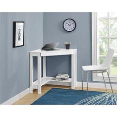 The Altra Parsons Corner Desk allows you to optimize your workspace and that empty corner in your office or den with its convenient triangle shape. This corner desk has the classic parsons styling tha
