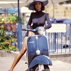 Excellent Ways To Get The Best From Your Photography Vespa Girl, Scooter Girl, Motor Scooters, Vespa Scooters, Vintage Vespa, Vespa Lambretta, Elegantes Outfit, Biker Girl, Car Girls