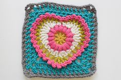 Crochet - Grandma's Heart Square    Maybe I should just pick out all the ones from this blog I like. Or make a bunch of blankets. with all 365 squares. hm.
