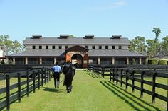 Equestrian for Life~ my ultimate dream- to live somewhere like here. Dream Stables, Dream Barn, Horse Stalls, Horse Barns, Barn Stalls, Horse Fencing, Equestrian Stables, Squat, Dream Properties