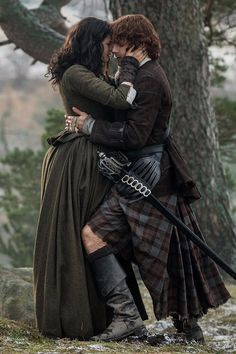 Why Don't Claire and Jamie Cut Each Other in Outlander? Outlander News, Outlander Quotes, Outlander Season 2, Sam Heughan Outlander, Outlander Recipes, Outlander Knitting, Outlander Fan Art, Jamie Fraser, Claire Fraser