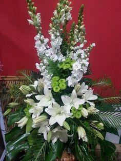arreglos florales - Buscar con Google Funeral Floral Arrangements, Easter Flower Arrangements, Large Floral Arrangements, Flower Vases, Flower Pots, Church Wedding Flowers, Altar Flowers, Funeral Flowers, Big Flowers