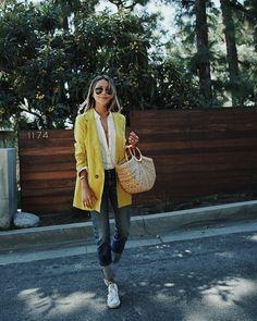#StreetStyle #Jeans #YellowCoat #ConverseAllStar