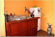 Detalle del interior de la vivienda. Cuba, Credenza, Trinidad, Liquor Cabinet, Storage, Furniture, Home Decor, Discos, Restaurants
