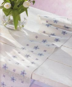 Milieu cu albastrele Blue Cross, Cross Stitch, Creative, Table Clothes, Places, Flowers, Towels, Paths, Border Tiles