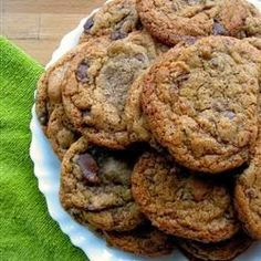 Best Chocolate Chip Cookies ~ Crisp edges, chewy middles.