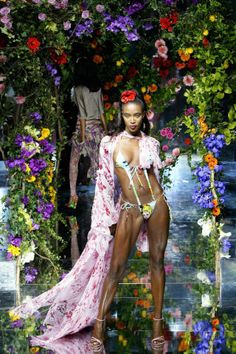 A look at Naomi Campbell's amazing runway evolution in 53 show-stopping catwalk photos from the 80s to today. Dolce & Gabbana, 2003