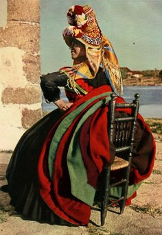 Traditional outfit Costume of Montehermoso, Cáceres Province, Extremadura, Spain Traditional Fashion, Traditional Dresses, Merida, Costumes Around The World, Mode Costume, Folk Clothing, Ethnic Dress, World Cultures, People Around The World