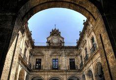 University patio. Seville. Patio de la universidad. Sevilla.