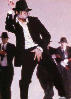 Michael won awards at the American Music Awards. The Purple, Purple Rain, Tommy Mottola, Eddie Murphy, American Music Awards, Elizabeth Taylor, Michael Jackson Dangerous, Mj Dangerous, Jackson Family