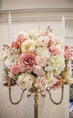 Pretty pastel floral centerpiece at Franck's Studio in Walt Disney World
