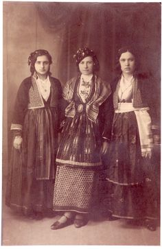 Folk Costume, Costumes, Greek Traditional Dress, Only In America, 1930, Scottish Clans, Medusa, Old Photos, Greece