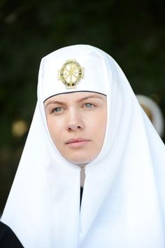 An Orthodox Christian nun from Kiev-Pechersk Lavra - look at the peace in her eyes and face. Religion, Trinidad, Nuns Habits, Bride Of Christ, Russian Orthodox, Orthodox Christianity, Portraits, People Of The World, Roman Catholic