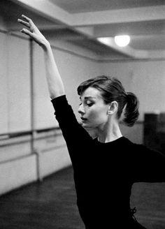 Lovely pic of Audrey Hepburn in ballet