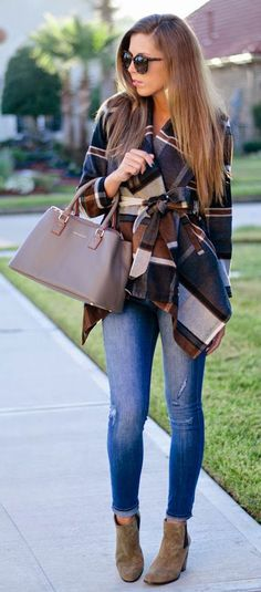 Love the casual elements of this outfit, yet it is so classy.