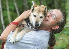Después de la muerte de Schoep su dueño, John Unger, vuelve a adoptar un perro sin hogar | Seamos Más Animales... Como Ellos