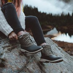 Duck Boots Outfit, Hiking Boots Outfit, Cute Shoes, Me Too Shoes, Summer Hiking Outfit, Hiking Wear, Sperry Duck Boots, Hiking Fashion, Swagg