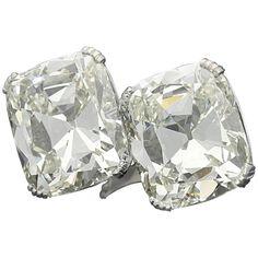 An Extraordinary Cushion Cut Diamond Crossover 'Unum' Ring By Amy Burton 1 Vintage Diamond, Vintage Rings, Vintage Jewelry, Diamond Gemstone, Diamond Jewellery, Cushion Cut Diamonds, Fine Jewelry, Jewelry Rings, Jewelry Box