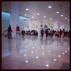 "@Xavi Marín's photo: ""Esperant a Xavi a l'aeroport."""